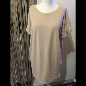H&M Rolled arms Oversized tan t-shirt sz L